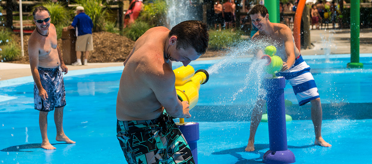 Wet�n Wild Emerald Pointe wins top 10 water park award!